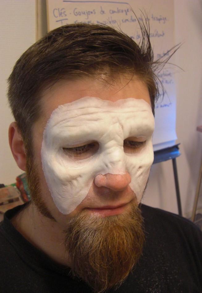 Tutorial  Pose et maquillage dune prothèse de zombie